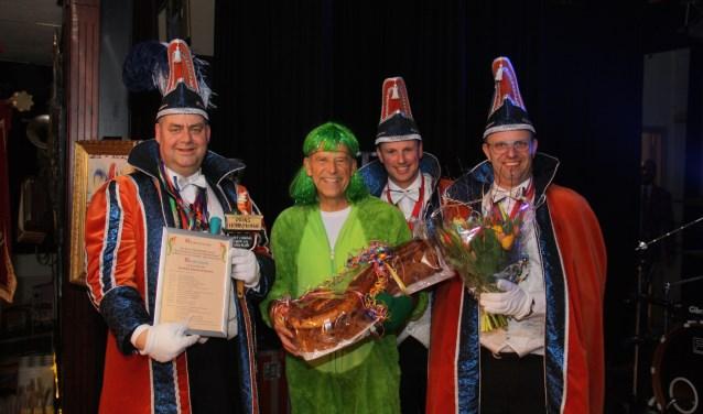 Jaap Schouten te midden van Prins HobbyKokkie en adjudanten Flauw en Lauw.