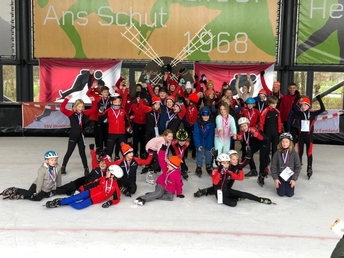 De jeugd van SSV Eemland na afloop van de jeugdelfstedentocht