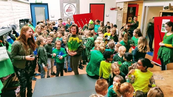 De leerlingen van De Driemaster in het groen.