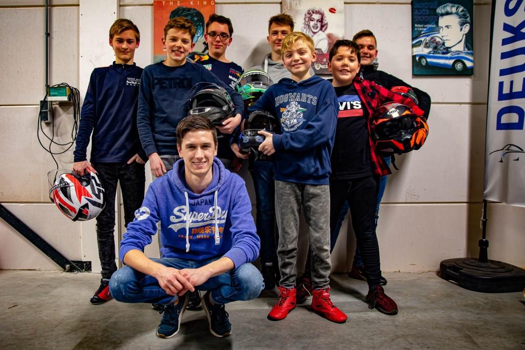 Het Den Hartog Racing team met zittend Rick den Hartog.