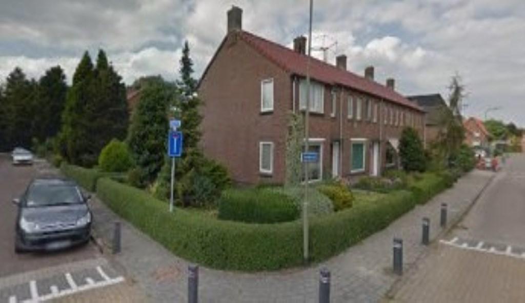 Hoek Vierzinnen/Nieuwstraat. De tien woningen zijn volgens woningcorporatie Woonstede aan het einde van hun levensduur.