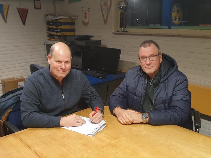 Nieuwe Hoofdtrainer Edwin Bakker links op de foto en rechts voorzitter Andre Westerhout