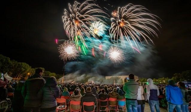 De lokale politiek vraagt om vuurwerkshows als alternatief voor liefhebbers van siervuurwerk.
