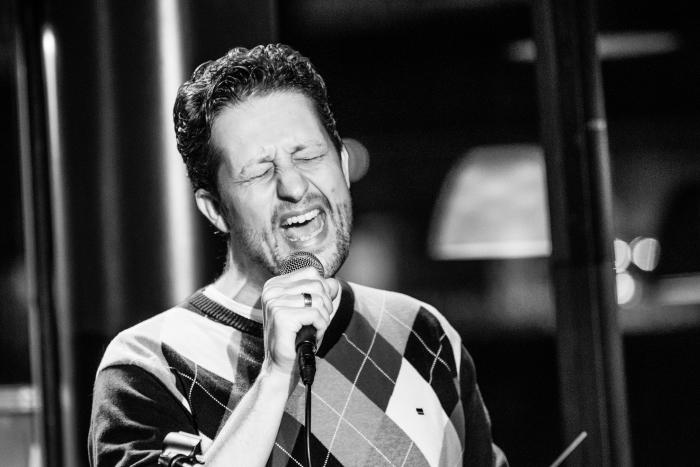 Zing mee op het zangcafe! Albert Wollaars © BDU media