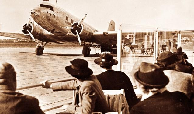 Schiphol was tientallen jaren meer kijkspektakel dan vertrek- en aankomstvoorziening voor passagiers.