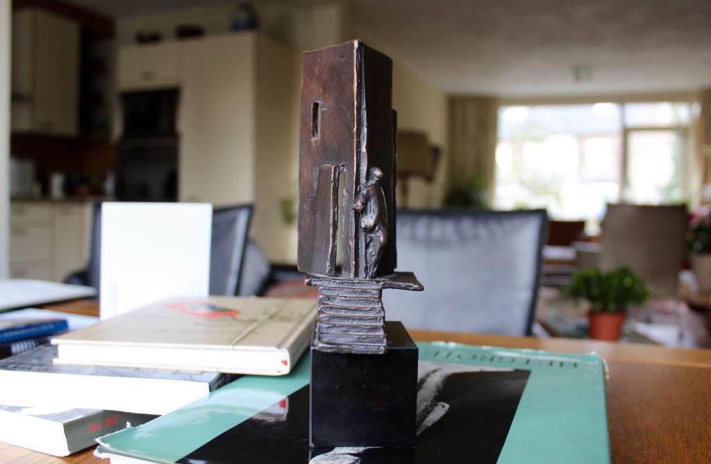 Een mini-replica van het monument voor schuilplaatsverleners.  Marcel Koch © BDU media