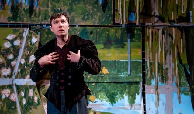 Steef de Jong staat vrijdag 21 februari op het podium van Cultura met de voorstelling SISI BOY.