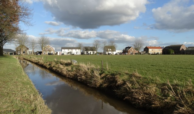 Locatie bouwproject Weerdenburg gezien vanaf de ijsbaan richting Herenstraat
