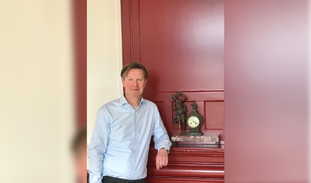 Mr. Guido van der Brug, notaris.