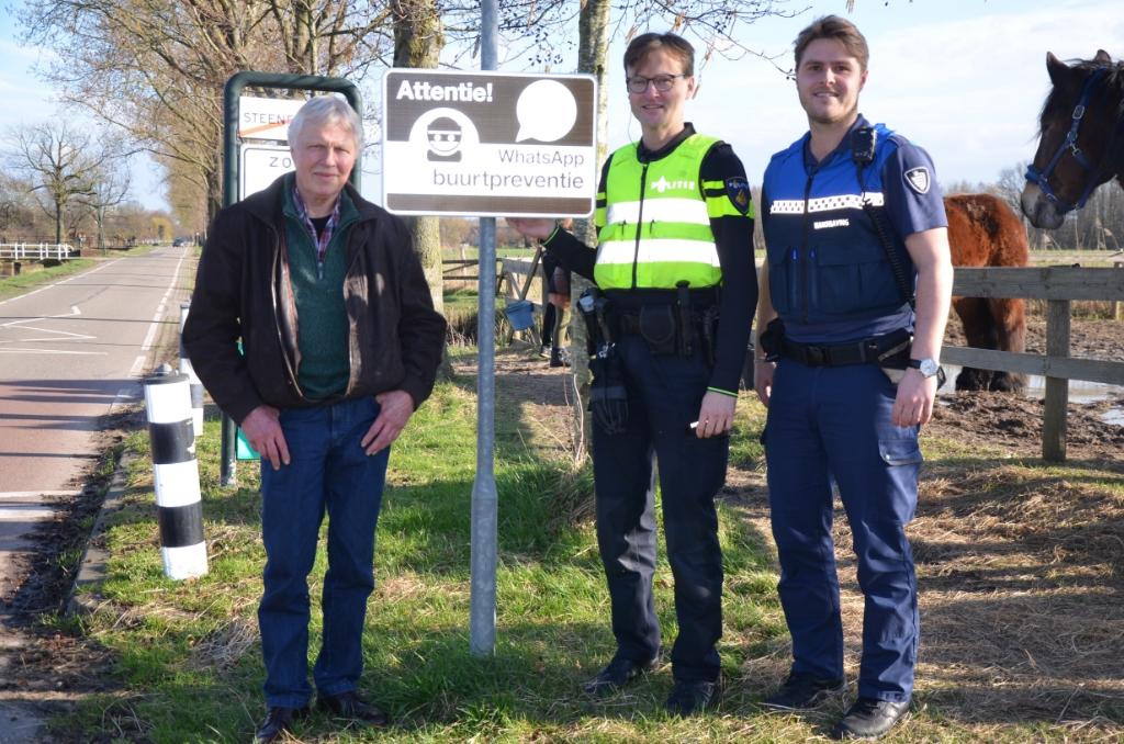 WhatsApp beheerder Gezinus Vrielink, wijkagent Roel van den Ende en boa Tom van der Lugt