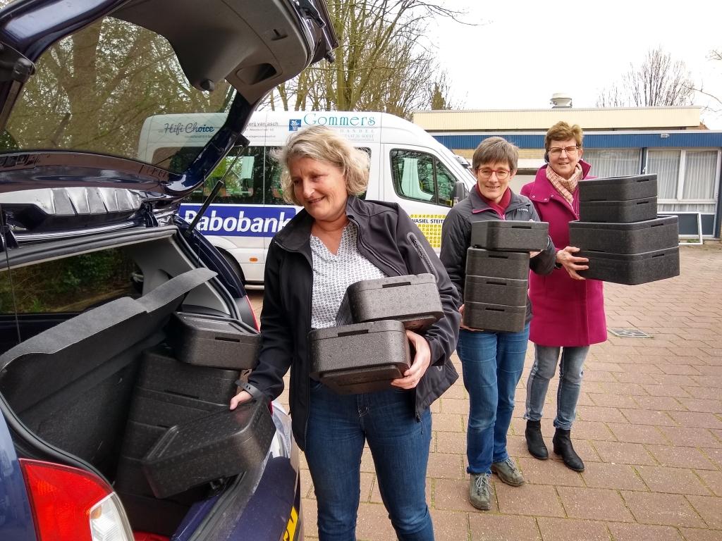 De maaltijdbezorging is een van de activiteiten die de Stichting Welzijn Ouderen Soest verzorgt. Johan van Beek © BDU media