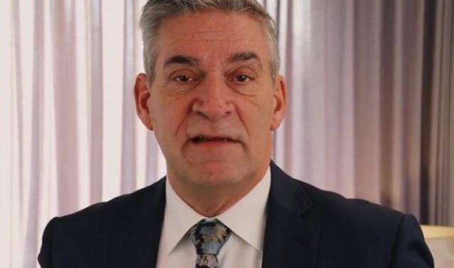 Burgemeester Frits Naafs werkt wel gewoon door.