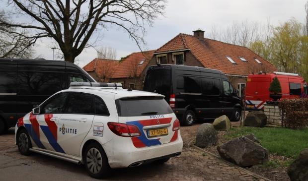 Bij een woonboerderij aan de Spoorlaan in Overberg werd in maart een drugslab ontmanteld.