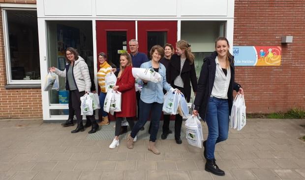 De pakketjes worden naar de leerlingen gebracht
