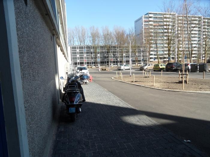 Geblokkeerd voetpad hoofdingang Jupiter Chris van der Linden © BDU media