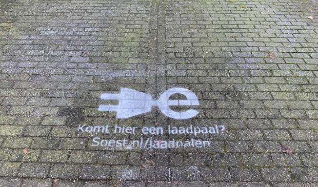 <p>Ook in Soest komen steeds meer publieke laadpalen voor elektrische auto&#39;s.</p>