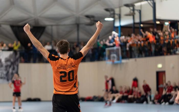 Niels Huisman viert zijn goal