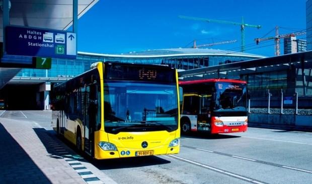 De bussen van UOV en Syntus op Utrecht CS