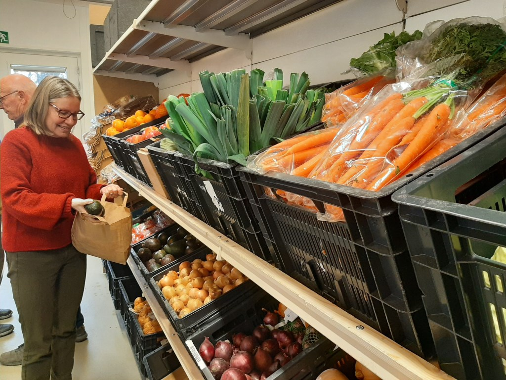 Verse producten in de schappen van de Voedselbank eerder dit jaar