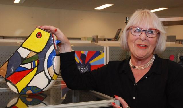 Rick Nijveldt bij één van haar kleurrijke creaties.