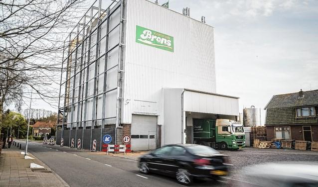 De mengvoerfabriek van Brons aan de Molenweg in Voorthuizen.