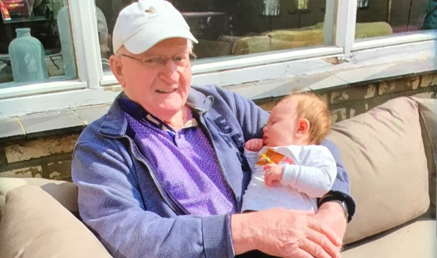 Samen met zijn eerste achterkleinkind Nora.