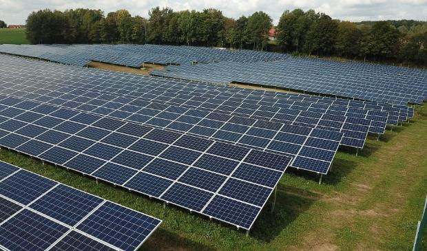 Zonnevelden en windmolens moeten voor een belangrijk deel gaan bijdragen aan de toekomstige behoefte aan duurzaam opgewekte energie.