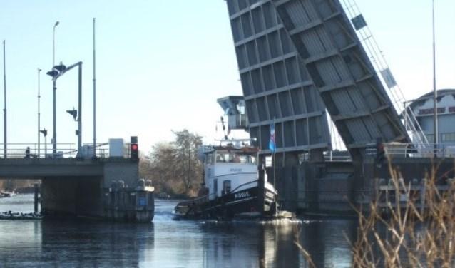 Veel bruggen en sluizen worden nog op winterregime bediend.