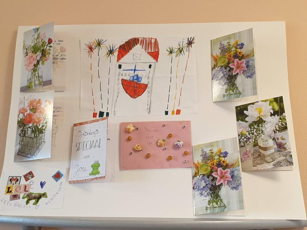 Kaarten en tekeningen van kinderen als steun voor bewoners zorgcentrum In het Zomerpark. Ria Meulenman © BDU media