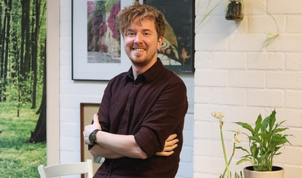Handsome Poets-drummer Daniel Smit coördineert het klusteam voor de Stichting Kruiskamp Onderneemt in De Witte Vlinder.