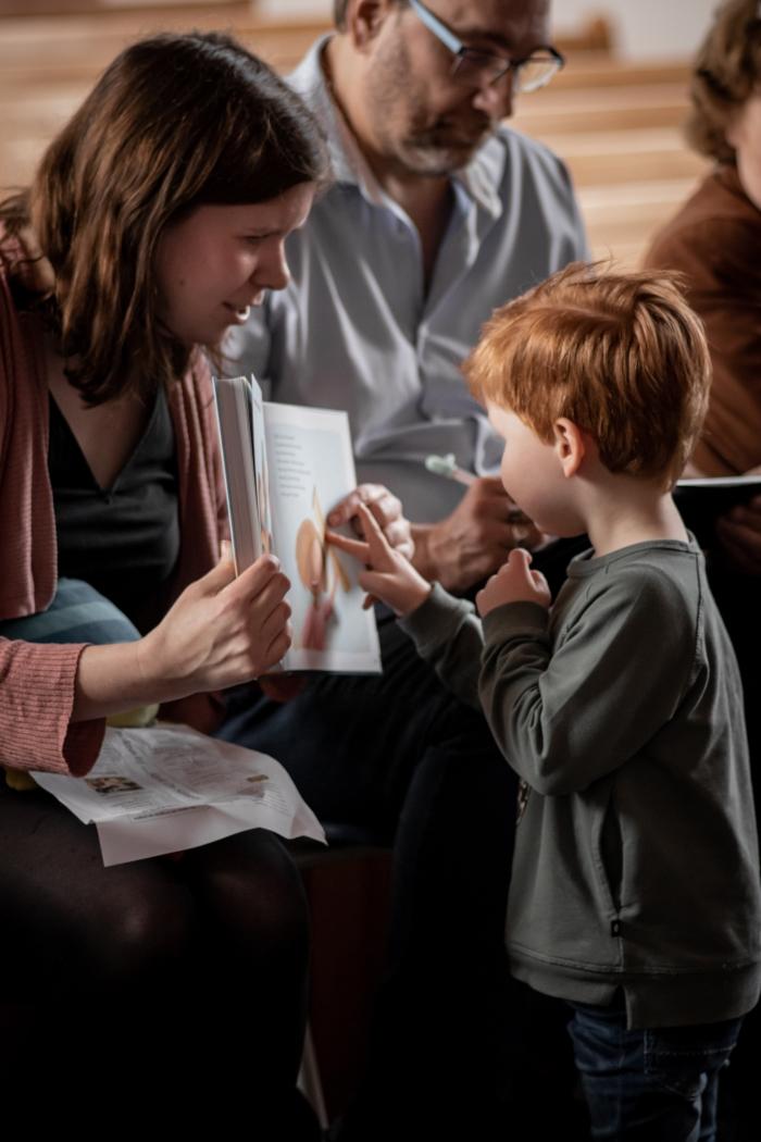 Auteur Melanie van de Peut leest voor uit 'Mijn Peuterbijbel' Shanna Didi Visuals © BDU media