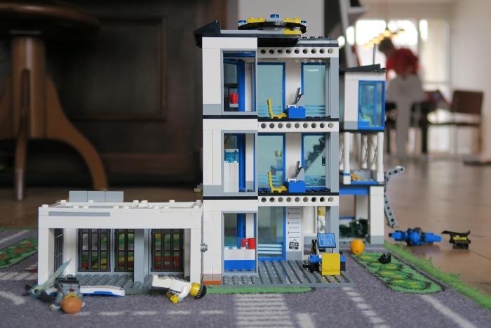 Flatgebouw van Lego® Yvon Hoogendijk © BDU media