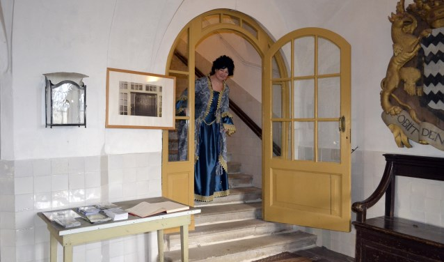 Margaretha Turnor, kasteelvrouwe van Kasteel Amerongen is tot nader bericht afwezig.