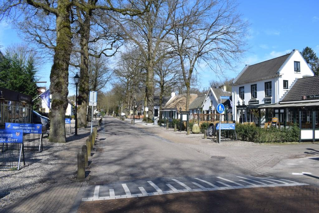 In de Dorpsstraat in Lage Vuursche heerst vandaag serene rust. Christine Schut © BDU media