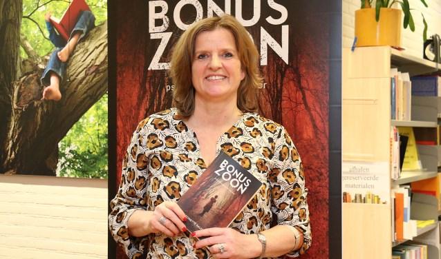 Antoinette Kalkman is één van de vijf genomineerden voor de titel 'Z-O-U-T schrijver van het jaar'.