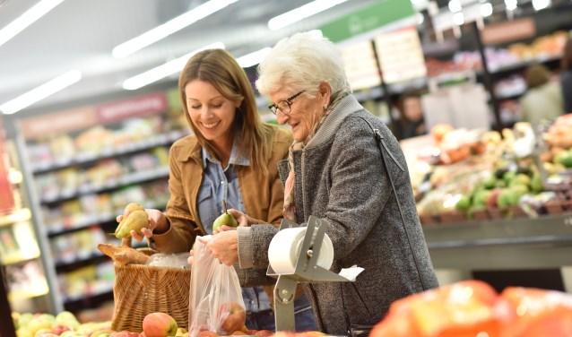 Een Saar kan mantelzorgers ontlasten door bijvoorbeeld boodschappen te doen met iemand met dementie.