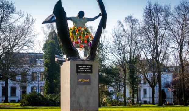 <p>Standbeeld Hannie Schaft in het Kenaupark, Haarlem</p>