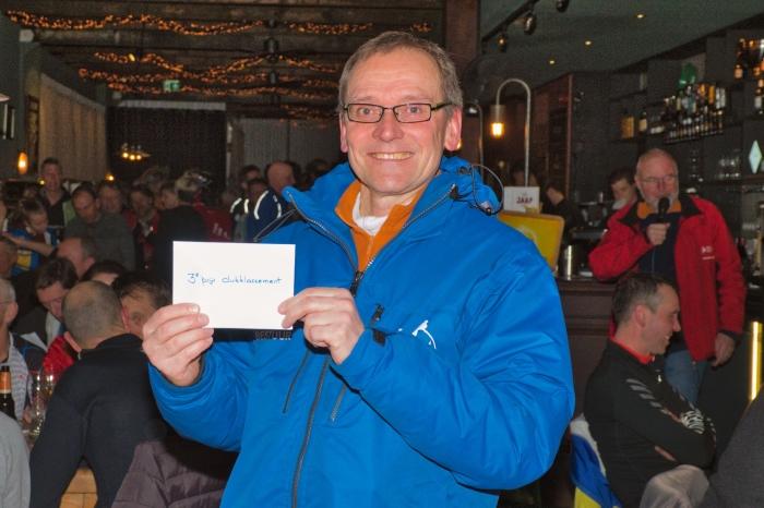 Erik Evers toont de derde prijs.