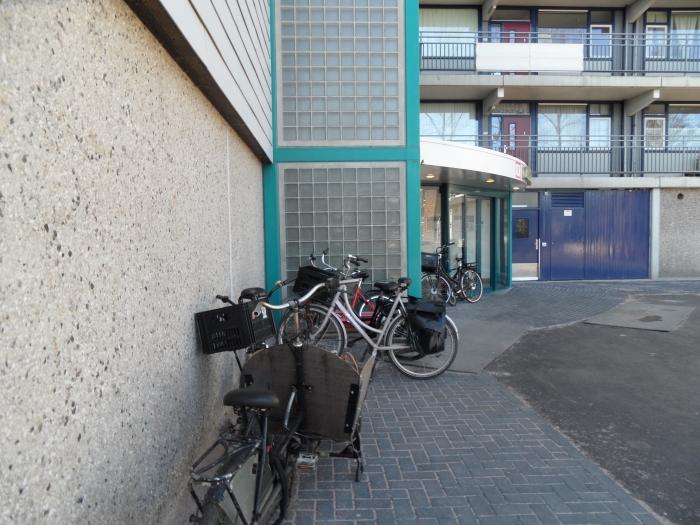 Waar is de beloofde fietsenstalling? Chris van der Linden © BDU media