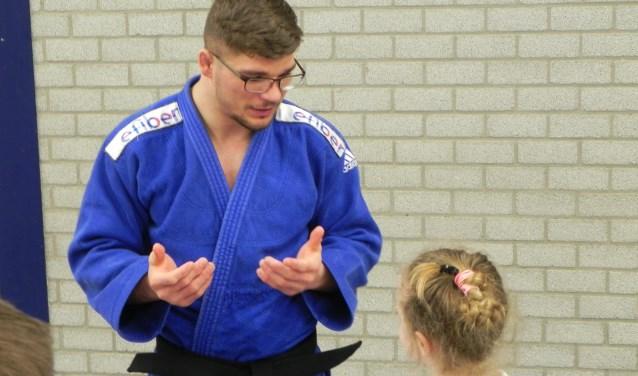 Noël van 't End geeft bij een clinic bij Judovereniging Groot Houten