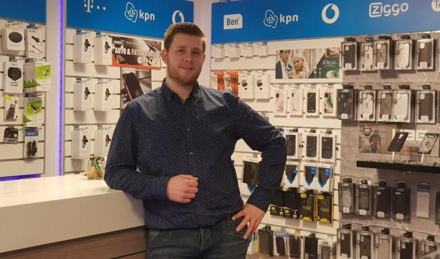 Rick Rozendaal zet met de naamswijziging Optie 1 in Telefoonwinkel Putten een stap vooruit.