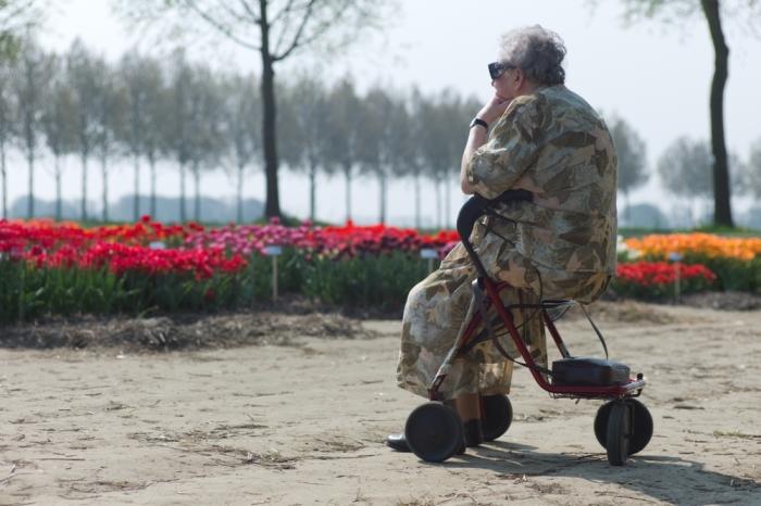 Vrouw met rollator