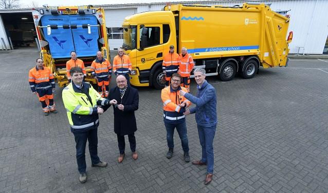 Nieuwe vuilniswagens voor Sliedrecht, Overhandiging nieuwe vuilniswagens