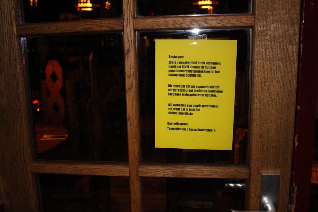 Op de deur wordt de sluiting bekendgemaakt Joke van der Heide © BDU media