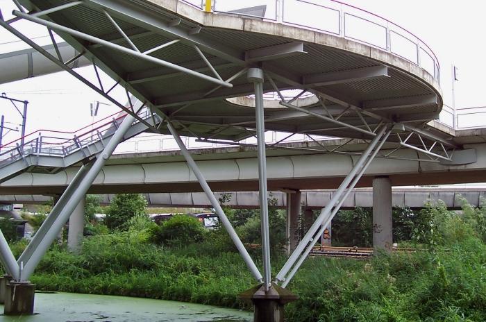 Zeer ongemakkelijke constructie entree NS station Duivendrecht