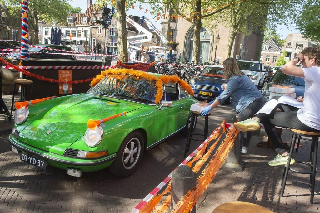 Stadscafe Amersfoort met een Royal Drive Through voor het ophalen van een koningspakket eventueel aangevuld met Koningslikeur en een tompouce Rinus van Denderen © BDU media