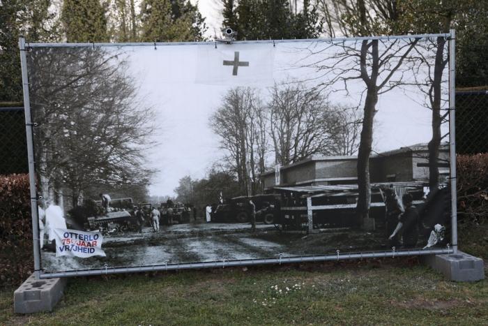 Bevrijders bij het museum dat toen als ziekenhuis fungeerde Gerhard H. Starke © BDU Media