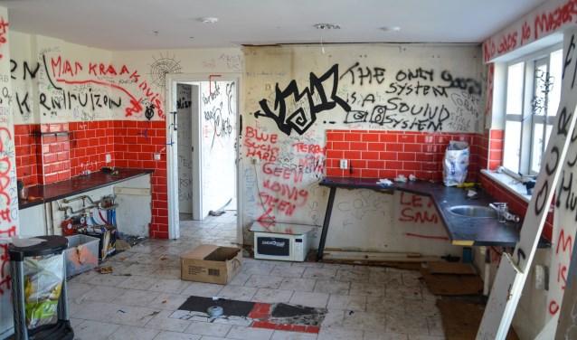 Vernielingen en bekladdingen in woning aan de Spijksedijk