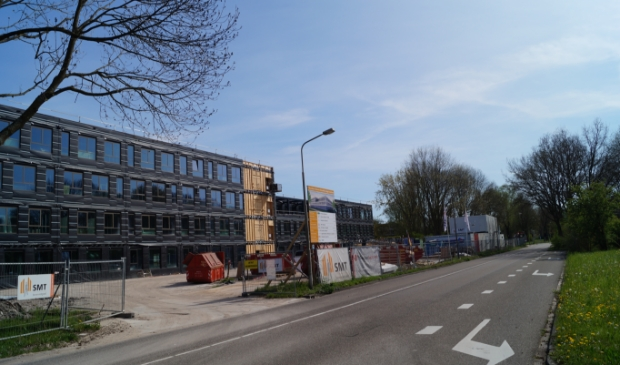 <p>Het nieuwe Hermann Wesselink College is nog in aanbouw.</p>