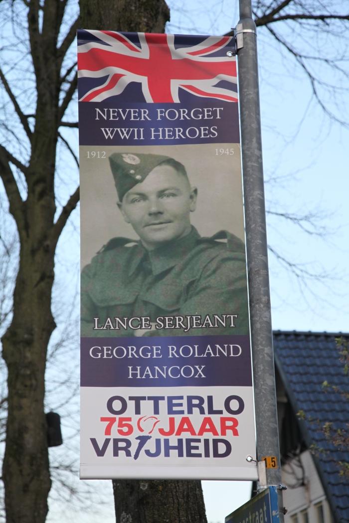gesneuvelde Engelse soldaat Gerhard H. Starke © BDU Media
